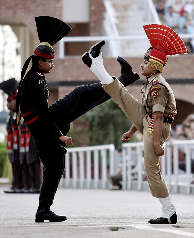 silly-uniforms-india-pakistan