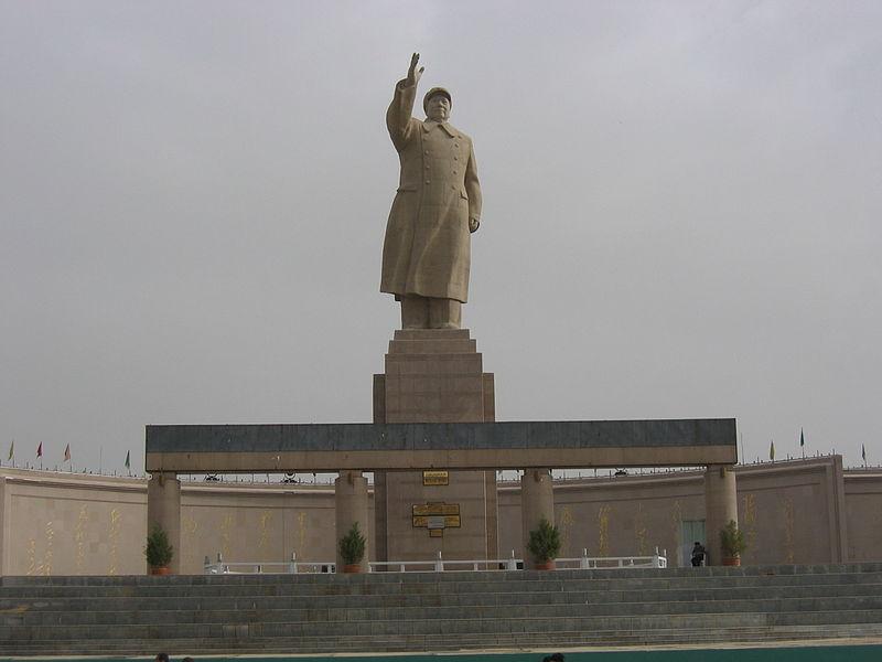 800px-Mao_statue_in_Kashgar