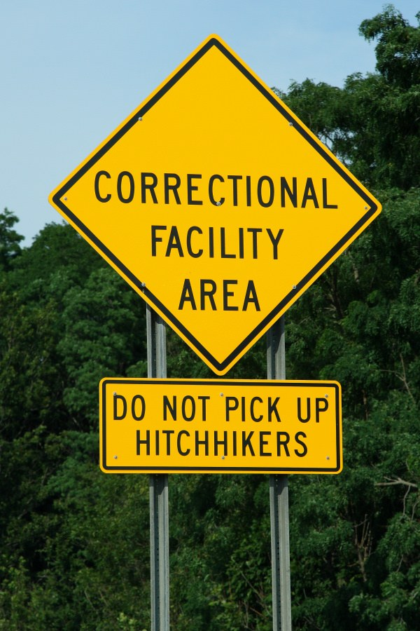 funny-signs-hitchikers