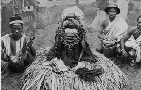 witchdoctor-of-southern-africa-encountered-by-the-american-traveller-william-seabrook